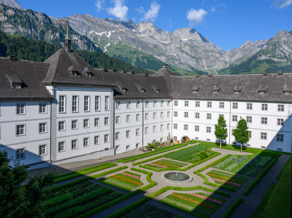 Kloster Engelberg von aussen.